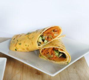 Brunch rápido e saudável: crepe de ovo com legumes
