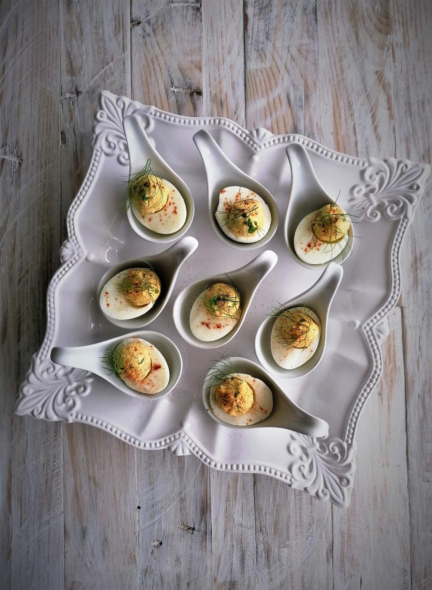 Ovos recheados com atum fumado e requeijão Quinta dos Açores