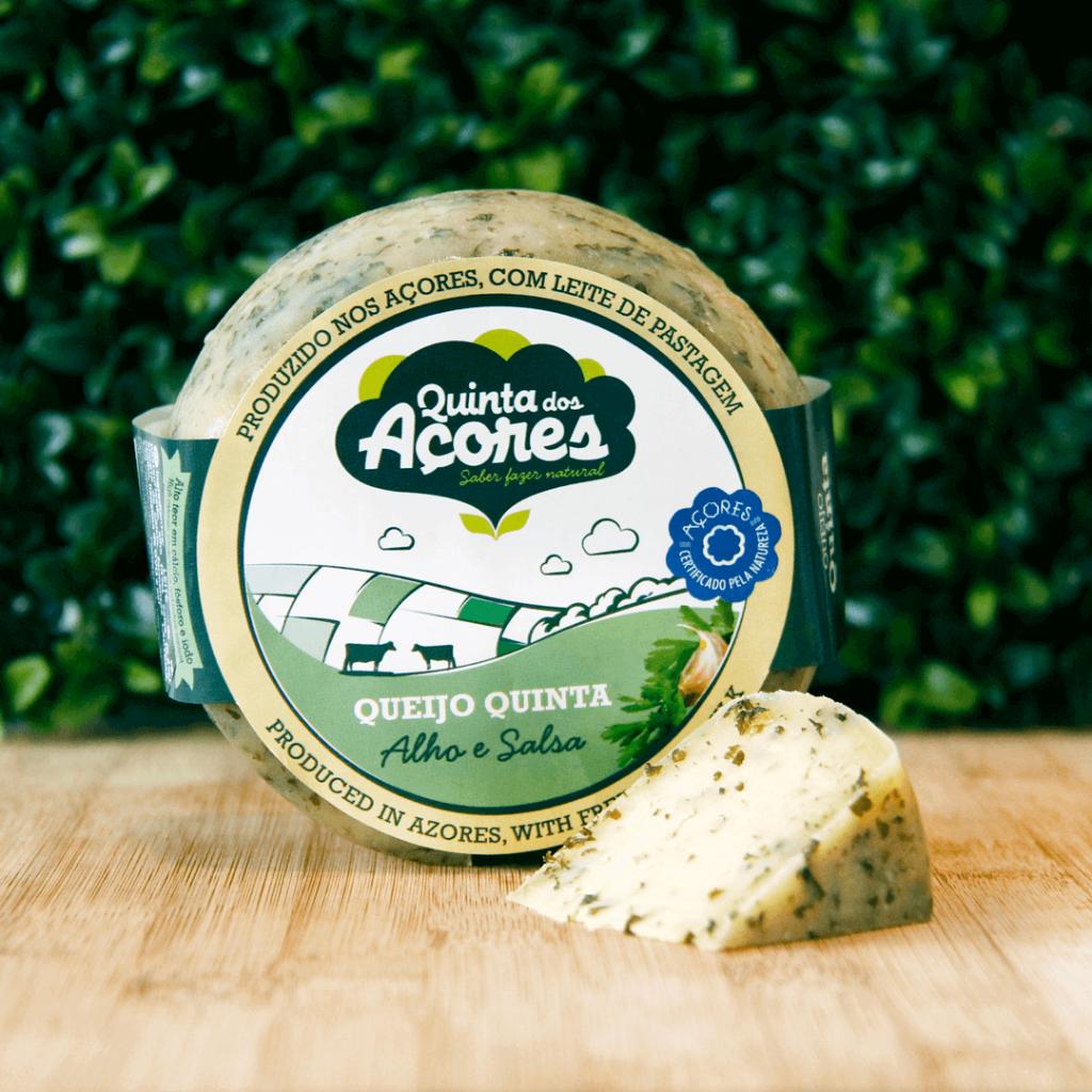 queijo com alho e salsa