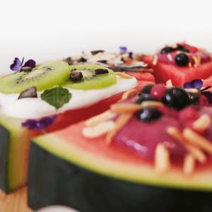 melancia com iogurte e kiwi